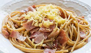 Spaghetti w sosie śmietanowym szynką parmeńską. Prosto i smacznie