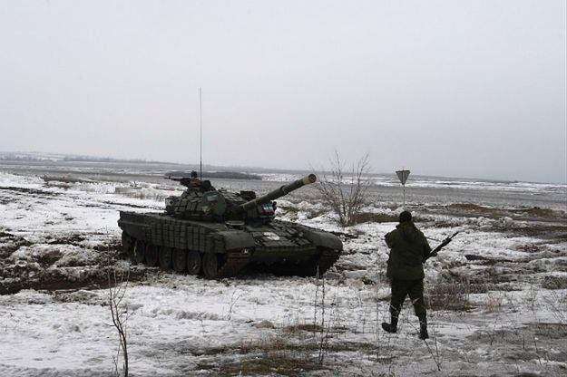 Prorosyjski żołnierz niedaleko Debalcewa