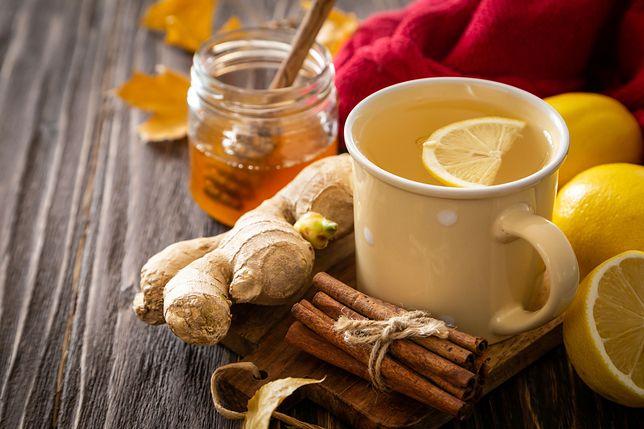Rozgrzewająca herbata pomoże przezwyciężyć jesienne infekcje.