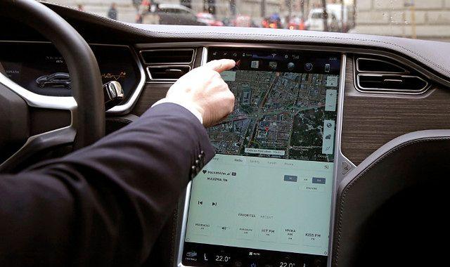 Uber dowiezie jedzenie i przesyłkę