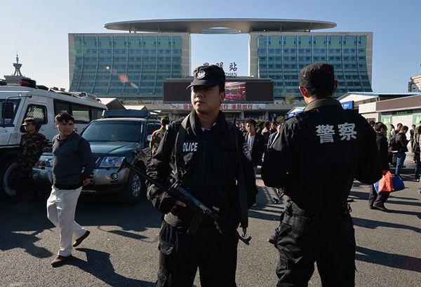 Chiny: trzy wyroki śmierci i dożywocie w sprawie ataku nożowników