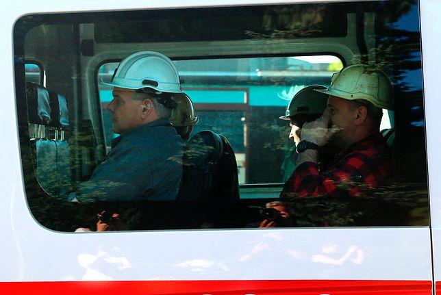 Na akcję zjeżdżają kolejne zastępy ratowników górniczych