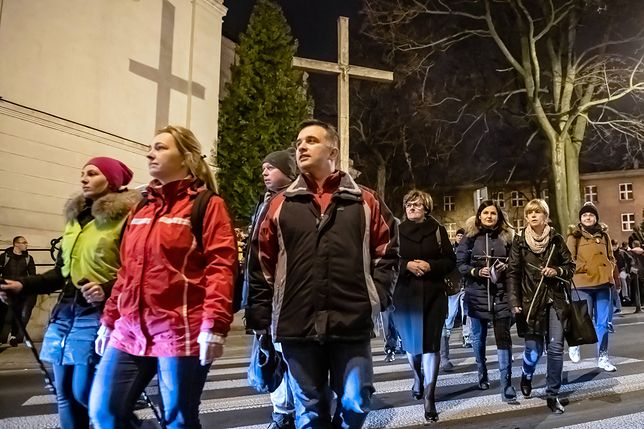 Droga krzyżowa to symboliczne odtworzenie drogi Jezusa na śmierć