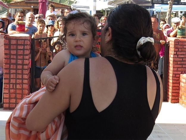 10-miesięczne niemowlę dryfowało po morzu. Rodzice zapomnieli o dziecku