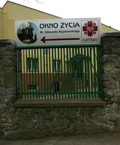 """5-miesięczna dziewczynka zostawiona w oknie życia w Częstochowie. """"Rodzice sami zgłosili się na policję"""""""