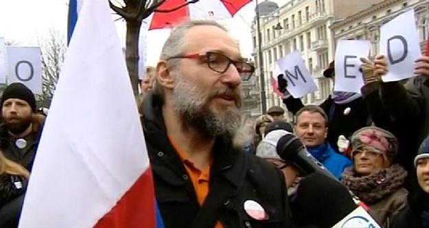 Mateusz Kijowski, lider KOD, rozpoczyna sobotnie protesty