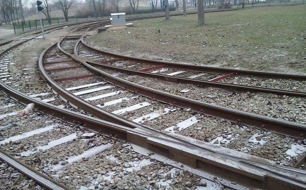 Mogło dojść do tragedii! Pijany mężczyzna próbował wsiąść do jadącego pociągu