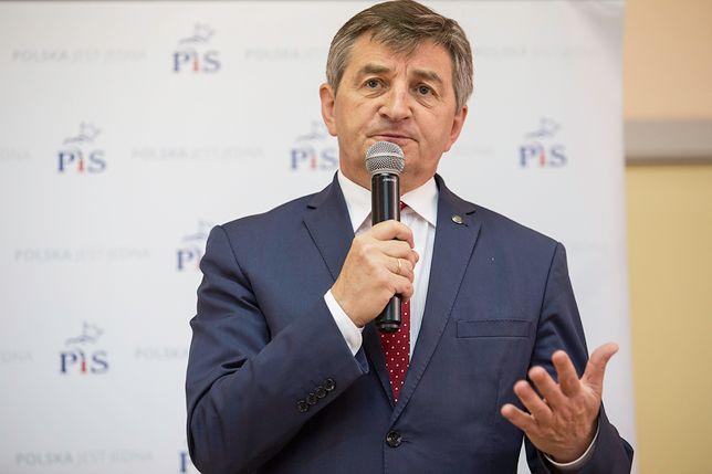 Posłowie wtargnęli do sekretariatu marszałka Kuchcińskiego