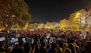 Poznań. Tłumy osób na proteście