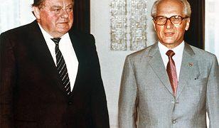 Premier Bawarii Franz Josef Strauss (z lewej) i Przewodniczący Rady Państwa NRD Erich Honecker podczas oficjalnego spotkania w Berlinie, 24 czerwca 1983 roku