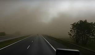 Niezwykłe zjawisko pod Bydgoszczą. Kierowcy wjechali w burzę piaskową!