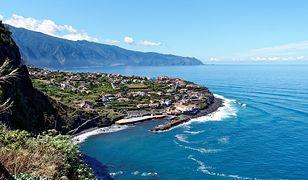Wybrzeże Madery oblewają błękitne wody Atlantyku