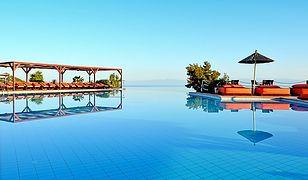 Basen hotelu Alia Palace robi imponujące wrażenie