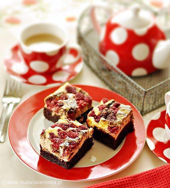 Brownie z serem i malinami