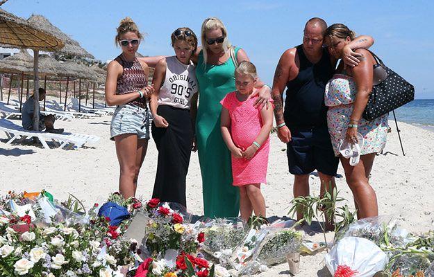 Brytyjscy turyści na plaży w Suse
