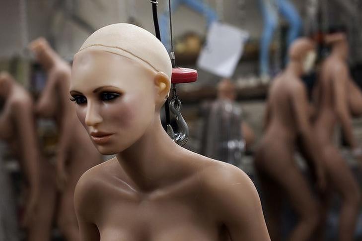 Seks-roboty z funkcją gwałtu. Kobieca przyszłość maluje się w mrocznych barwach