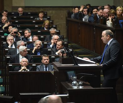 Debata w Sejmie. Na mównicy Grzegorz Schetyna
