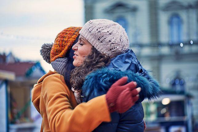 Życzenia świąteczne dla dorosłych mogą być wysyłane w gronie przyjaciół i znajomych