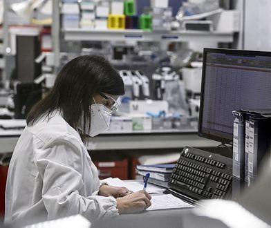 Koronawirus wchodzi do mózgu? Niepokojące badania