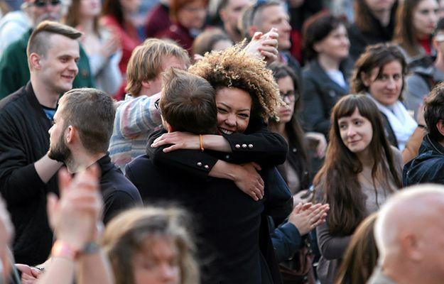 Coraz więcej Polaków uważa się za szczęściarzy. Pechowcy w odwrocie