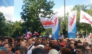 Przemówienie Trumpa. Tłum czeka, by wejść na plac Krasińskich