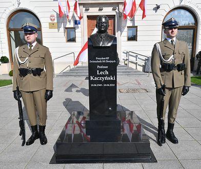Popiersie Kaczyńskiego zniknęło sprzed budynku Dowództwa Garnizonu Warszawa