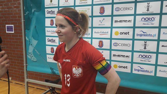 Agata Plechan, polska unihokeistka, w tęczowej opasce kapitana drużyny