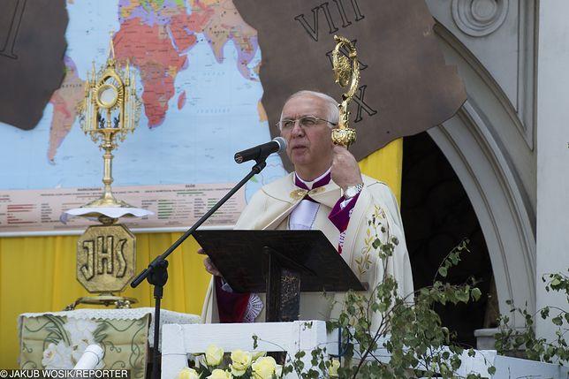 Zdaniem abpa Wacława Depo z powodu pracy w niedziele najbardziej cierpią kobiety