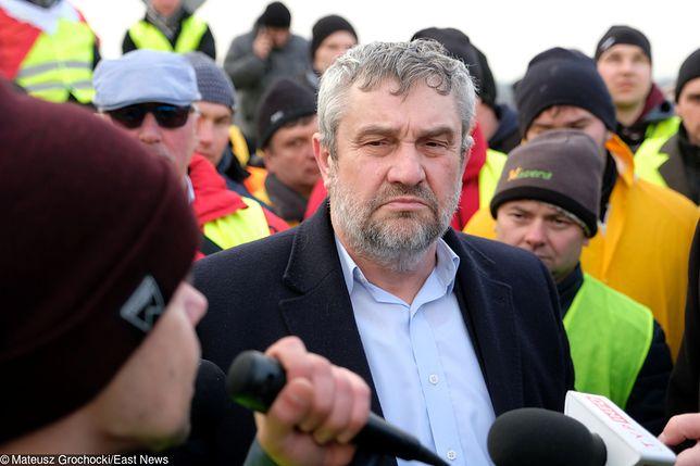 Minister Ardanowski wśród protestujących
