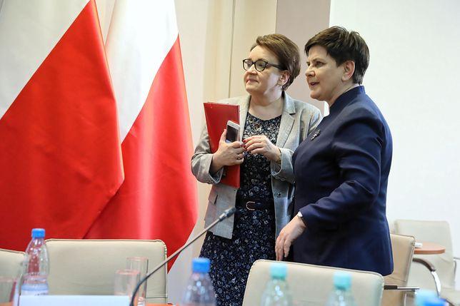 Anna Zalewska (jeszcze szefowa MEN) i Beata Szydło (jeszcze wicepremier).