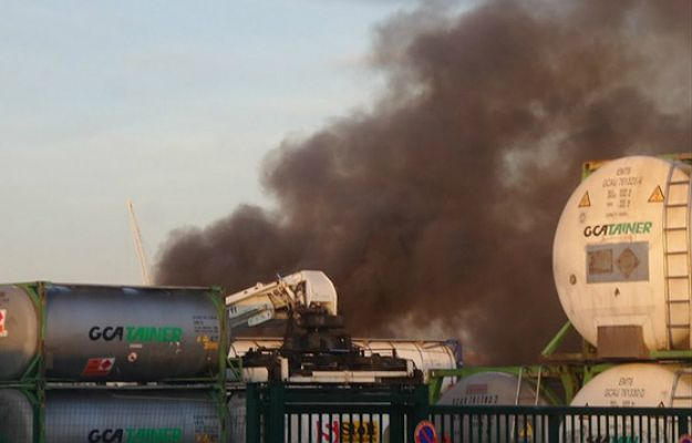 Eksplozje w strefie przemysłowej w okolicy Bordeaux we Francji. Dwaj ranni strażacy i ogromne straty materialne