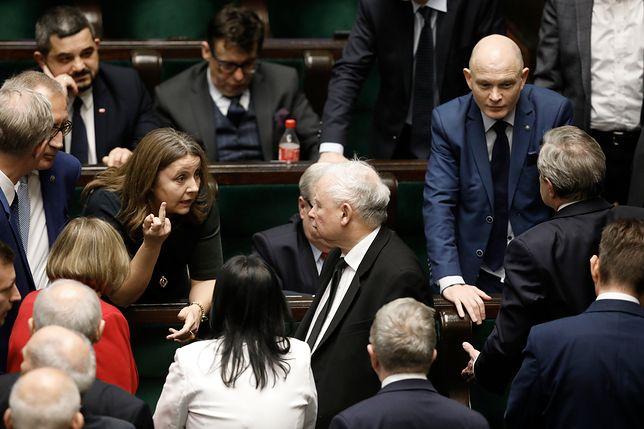 Jarosław Kaczyński nie chciał karać Joanny Lichockiej za środkowy palec
