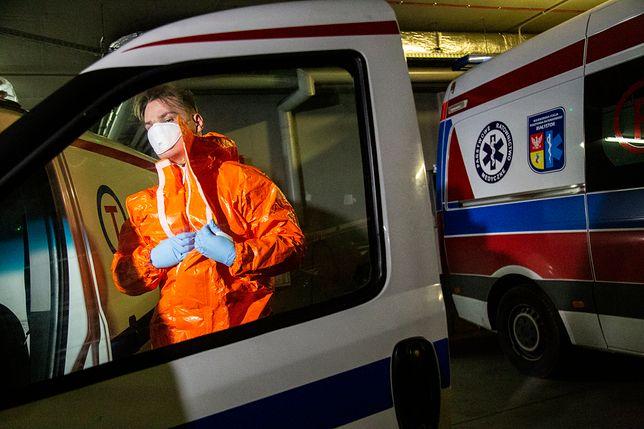 Koronawirus w Polsce i na świecie. Kraje wprowadzają kolejne restrykcje