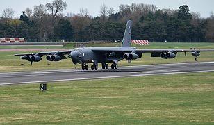 B-52 może przelecieć 16 tys. km i zrzucić 30 ton bomb