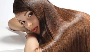 Przedłużanie włosów metodą kanapkową - na czym polega i ile kosztuje?