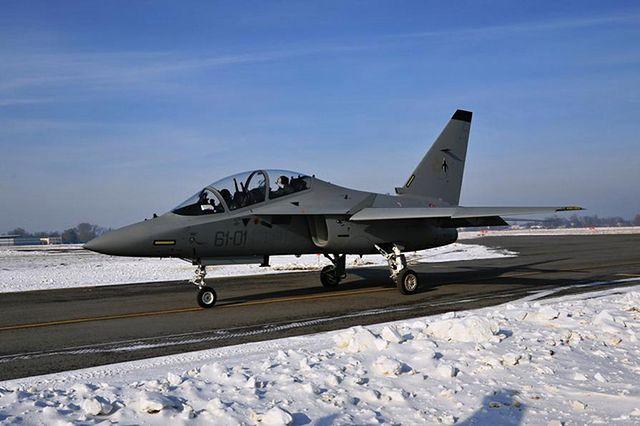 Siły powietrzne testują włoski samolot szkoleniowy