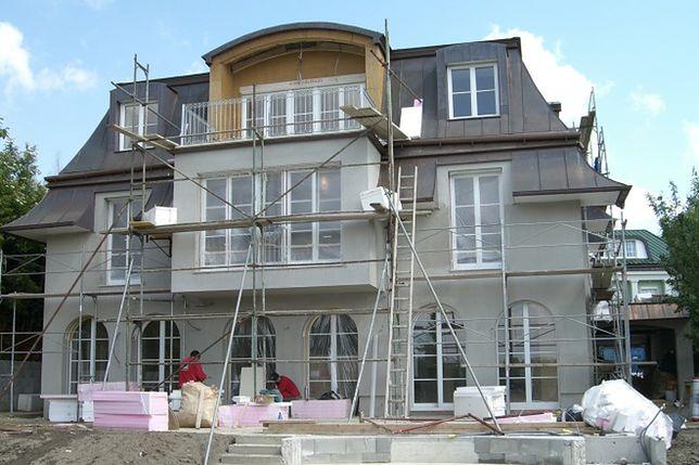 Docieplanie ścian zewnętrznych domu. Termomodernizacja na rzecz oszczędności