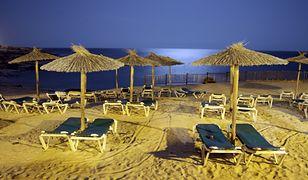 Dzieci znalazły na hiszpańskiej plaży kilkanaście kg narkotyków