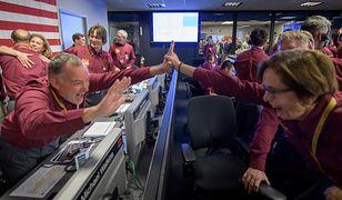 NASA: sonda InSight wylądowała na Marsie. Są pierwsze zdjęcia!