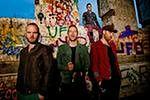 Coldplay z fragmentami filmu Angeliny Jolie