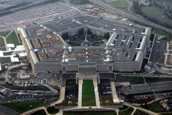 Pentagon bada, czy ostrzelano okręt USA