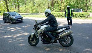 Na dk 25 samochód osobowy zderzył się z motocyklem