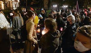 W Warszawie trwa protest przeciwko decyzji TK