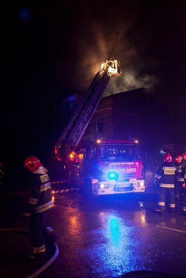 4 osoby spłonęły w pożarze mieszkania - zdjęcia