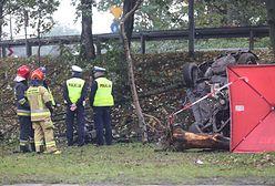 Katowice. Śmiertelny wypadek na DK86. Auto roztrzaskało się o drzewa