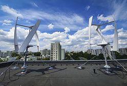 Warszawa. Na dachu ratusza Ursynowa zainstalowano turbiny wiatrowe