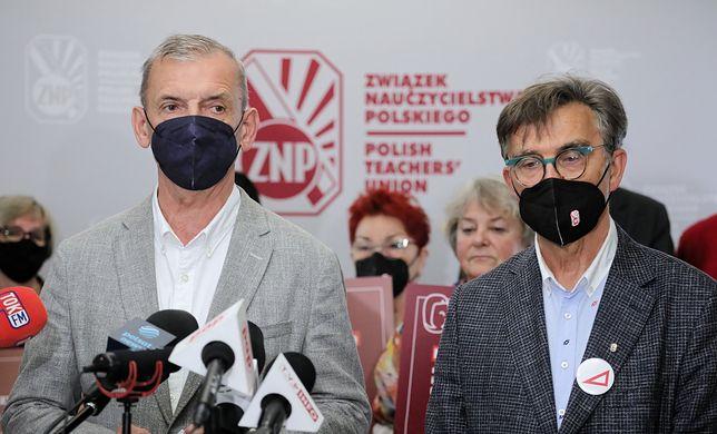 """Podwyżki dla nauczycieli. ZNP odrzuca propozycje Czarnka: """"Mamy dość"""""""