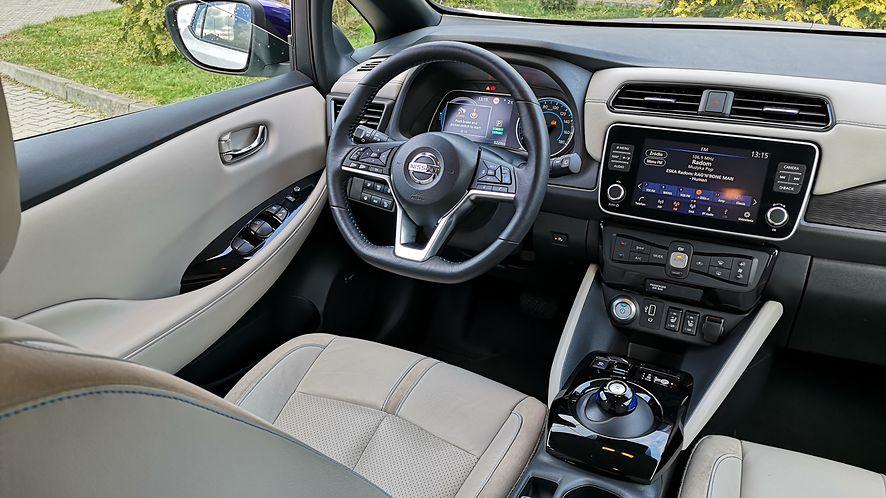 We wnętrzu Nissana Leaf e+ można poczuć się jak w aucie z wyższego segmentu. Wyposażenia nie brakuje!