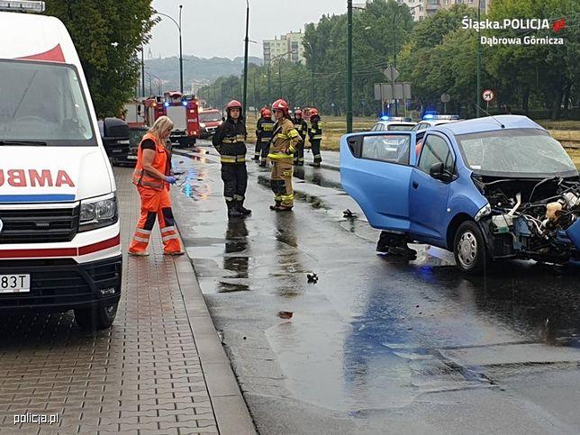 Czołowe zderzenie w Dąbrowie Górniczej. Jeden z kierowców był pijany