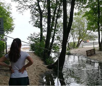 Plaża w Jelitkowie bez dojścia nad morze. Wszystko po to, by była szersza